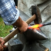 Das Eisen schmieden, solange es heiß ist - © RainerSturm / pixelio.de