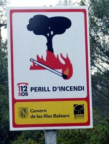 waldbrand-warnschild